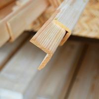 Уголок деревянный наружный